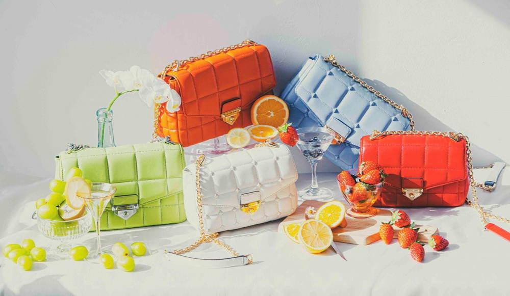 マイケル マイケル・コースのショルダーバッグ「ソーホー」オレンジやライムグリーン、淡いブルーの新作 -