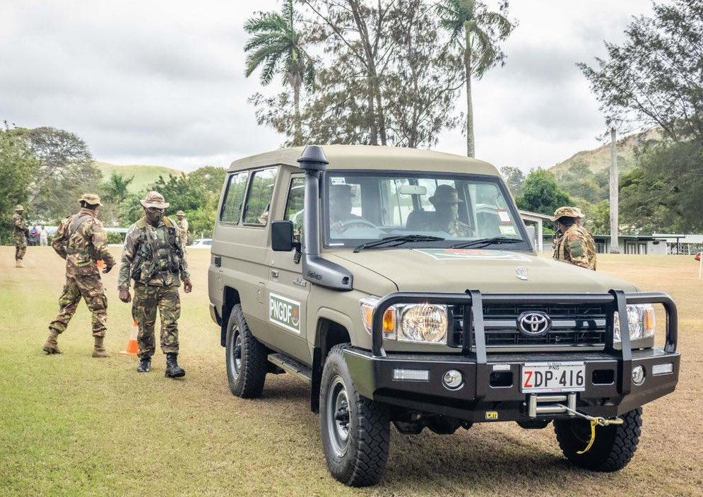 🇵🇬 & 🇦🇺 share a deep bond. At the heart of our relationship is the Defence Cooperation Program. Last year, #YourADF logistics teams worked with our @PNGdefenceforce wontoks to support PNG's #COVID19 response including gifting over 20 4WD vehicles to boost PNGDF's land capability.