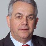 📢Le président du conseil d'administration du @sdis21, M. Hubert Poullot, tient à apporter tout son soutien aux 3 sapeurs-#pompiers de Dijon agressés hier soir par la victime qu'ils secouraient. #TouchePasAMonPompier