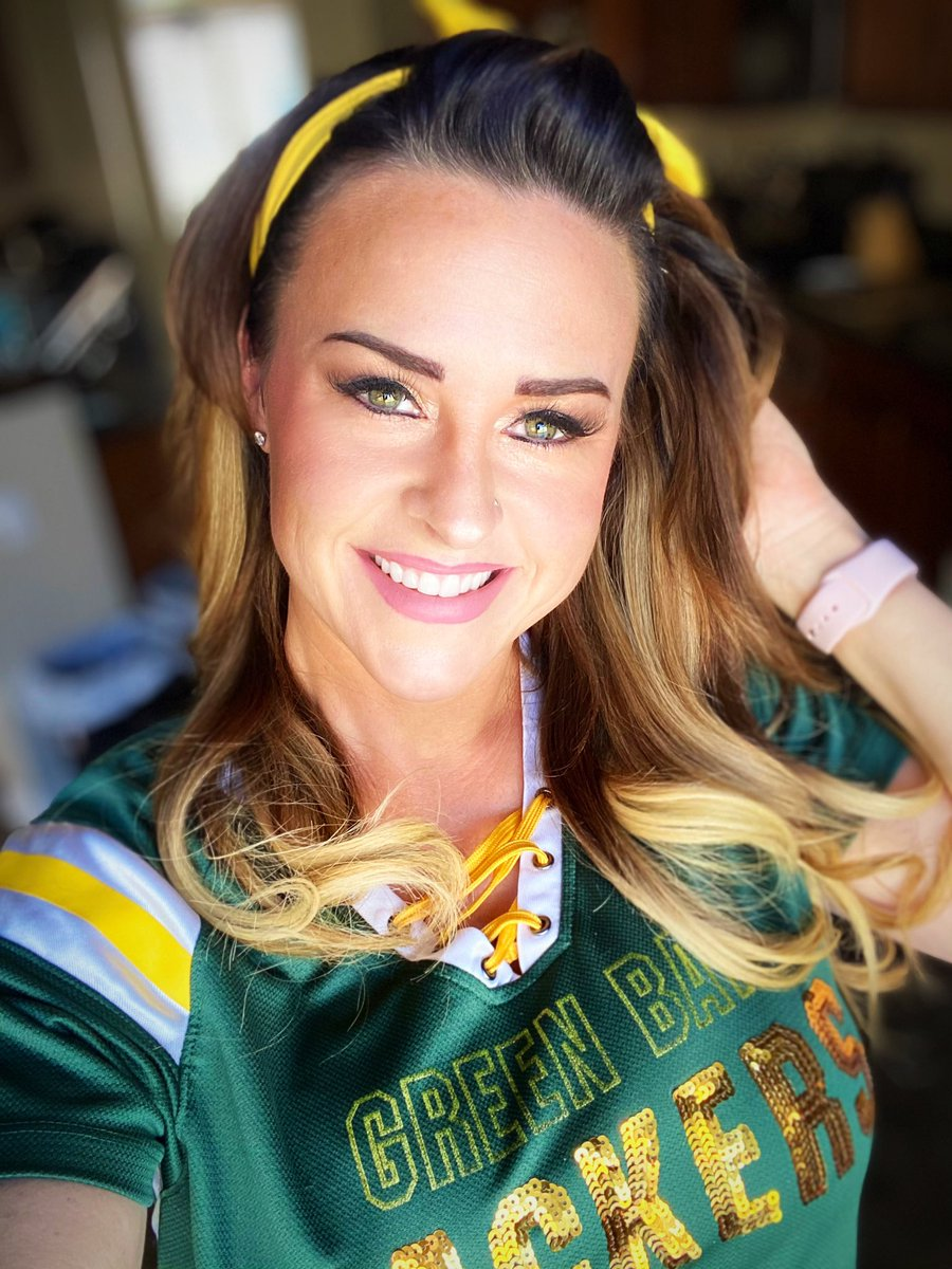 Happy Super Bowl Sunday!! Still repping my team!!! #GreenBayPackers @packers #GreenBay #greenandyellow #GoPackGo