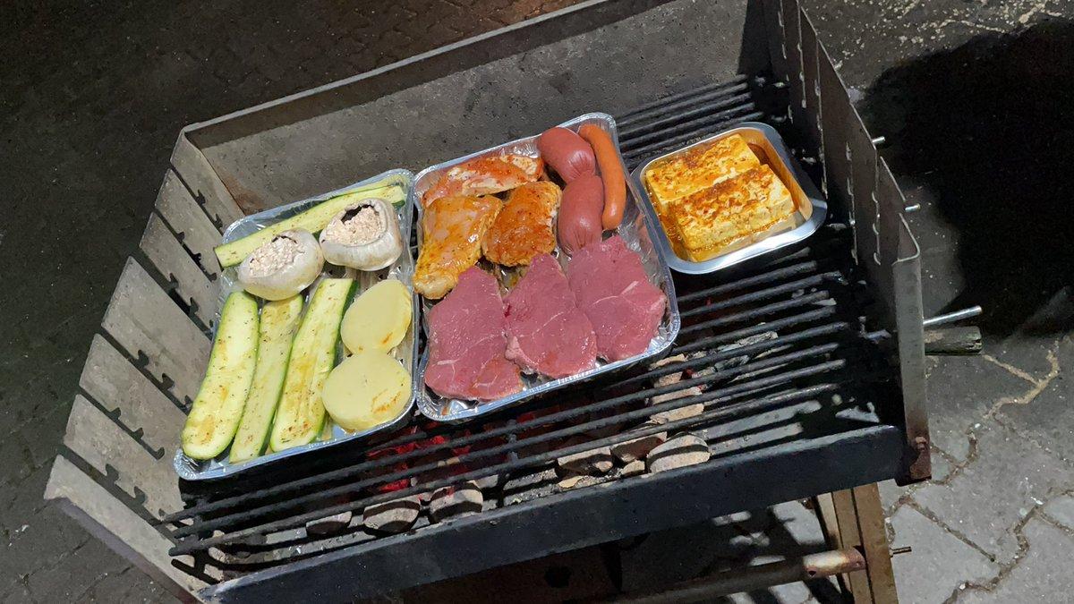 Der Grill ist an!! @ransport @Icke41 @Max_Zielke #ranNFLsuechtig #rannfl #SuperBowl #BUFvsKC #prosieben