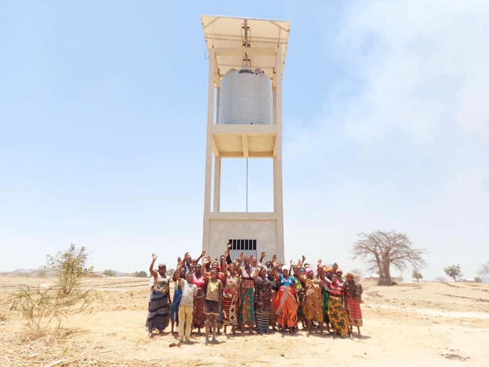 إسرائيل تغرد : الملايين من سكان افريقيا يتمتعون بمياه صالحة للشرب بفضل تكنولوجيا إسرائيلية. تم نصب كميات كبيرة من أ…