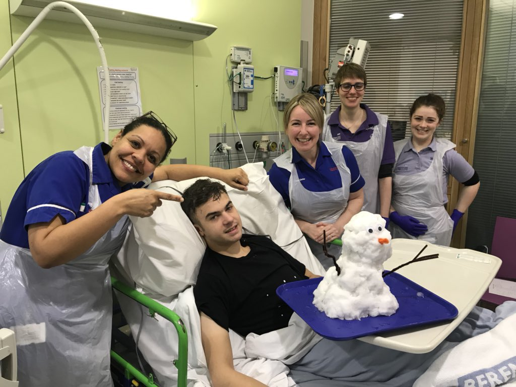 Last time there was major snow, this patient was gutted to be missing it.  So the staff at @GreatOrmondSt brought the snow to him 💙  Please spare a RT for all the NHS staff who go the extra mile for their patients.
