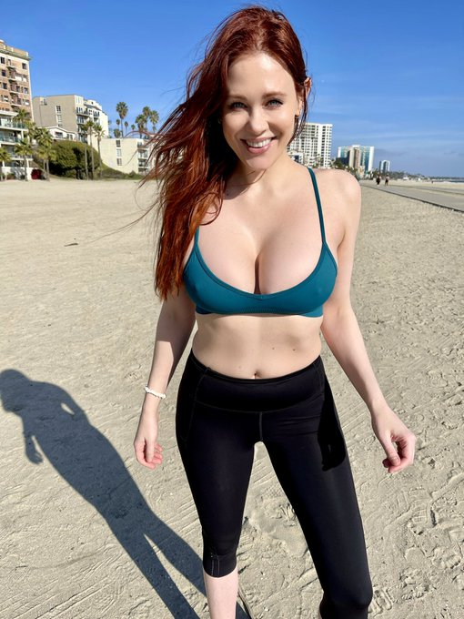 2 pic. Worked out at the beach today 💪 https://t.co/Nj4FcGoD30