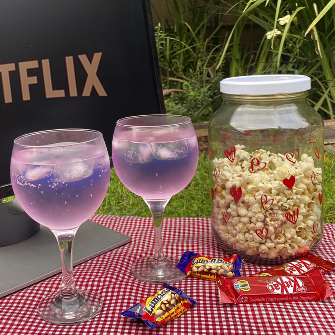 Cuddle up this Valentine's Day for some movies and chill, accompanied by our Love Jar, filled with buttery popcorn #ValentinesDay. Get your hands on this lovely jar at The Consol Shop. #TheBestThingsComeInGlass #ConsolGlass https://t.co/ZihUlfm6iW