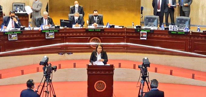 Nidia Díaz pide rechazar pretensiones de Bukele de volver a una dictadura