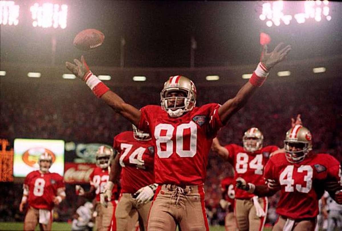 Jerry Rice é simplesmente grandioso e retorna à nossa contagem regressiva. Nenhum outro jogador o superou nos seus 197 TDs recebidos (Rice correu para 10 e lançou 1).  Faltam 197 dias para a nova temporada da #NFL!  #nflnaespn #nflbrasil #NFLTwitter #nflfoxsports