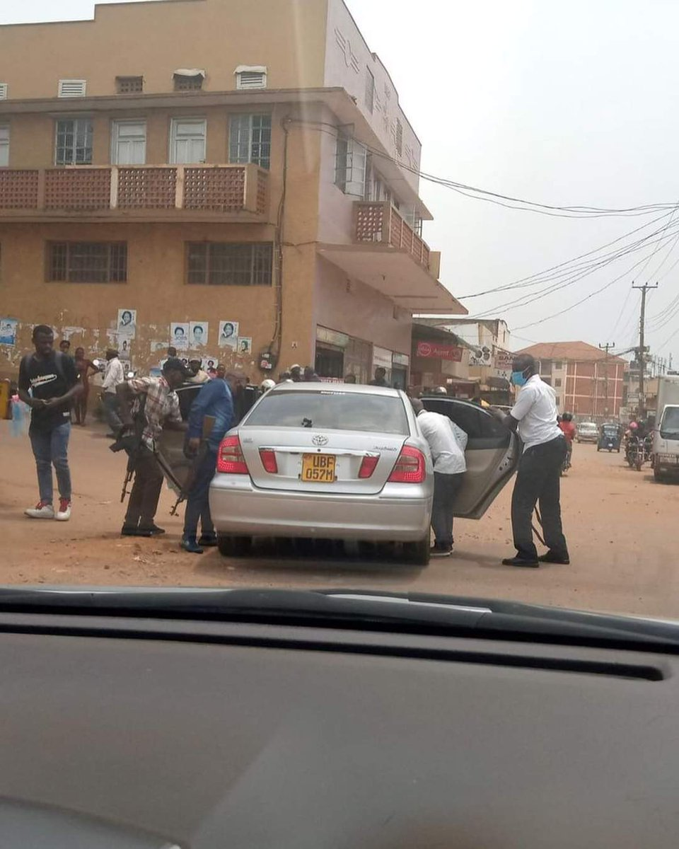This is how citizens are kidnapped in broad daylight by Gen. Museveni and his armed gangs & then taken to unknown places where they are tortured! We cannot and should not allow this to continue. Citizens must and will fight back against this lawlessness. #WeAreRemovingADictator