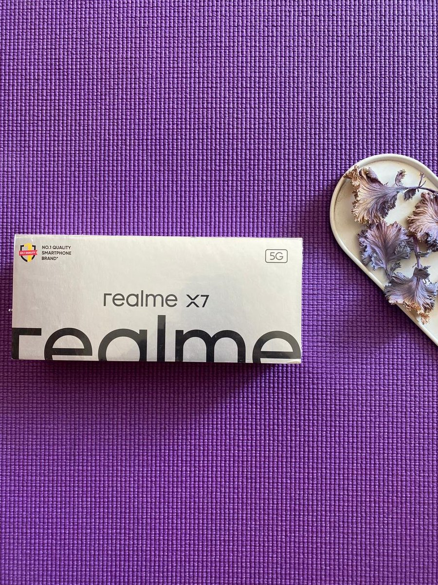 There you go guys 😀  This time around, I'm giving away the #RealmeX7 to the #stufflistingsarmy. To win: 1. Retweet this tweet using the hashtags #daretoleap and #stufflistingsarmy. 2. Comment one cool feature of the device. 3. Stay Real. Happy winning 😍