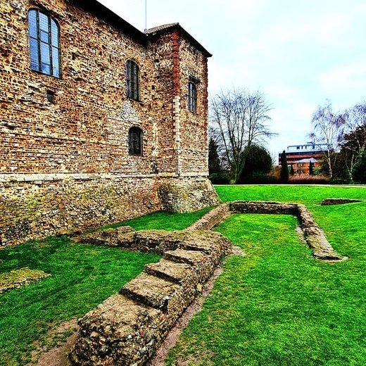 #DidYouKnow the ruins in front of #Colchester Castle were unearthed in the 1930s? They're the foundations of a #Saxon church, rebuilt and highly decorated by the Normans, and the forebuilding that would have protected the Castle entrance. #WednesdayThought