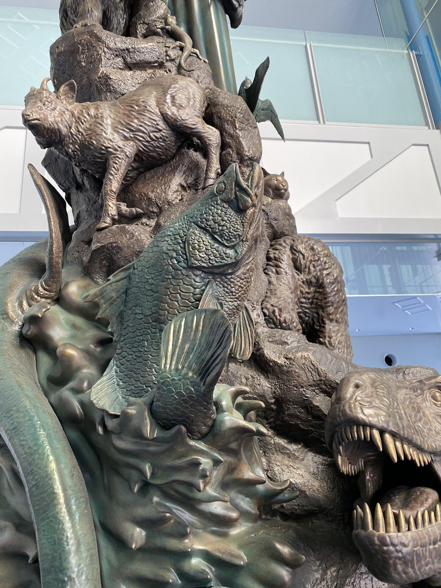 """宮脇修一 海洋堂センム on Twitter: """"高知県南国市 海洋堂スペースファクトリーなんこくのエントランスに飾られる松村しのぶ原型の生命の塔 高知県にまつわるハシビロコウ、カワウソ、ヤイロチヨウニタリくじら動物たちが造形されています。… """""""
