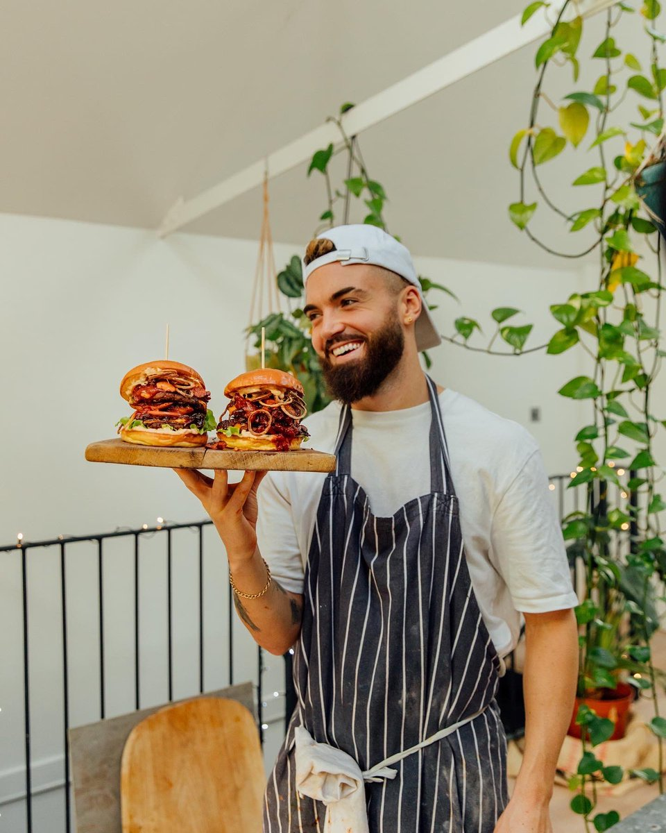 """Gaz Oakley on Twitter: """"I make GOURMET VEGAN BURGERS 😻 What do you think? Check the tutorial here - https://t.co/sGtskPoIAg… """""""