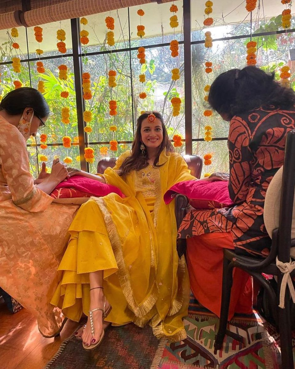 Here's a beautiful Glimpse of @deespeak from her Mehndi Ceremony. She's all shining bright in Yellow Outfit.. 🤗  #DiaMirza #indianbride #indianwedding #intimatewedding #homewedding #weddingportrait #yellowdress #Environmentalist #VaibhavRekhi #bollywoodwedding #Bollywood #prewed
