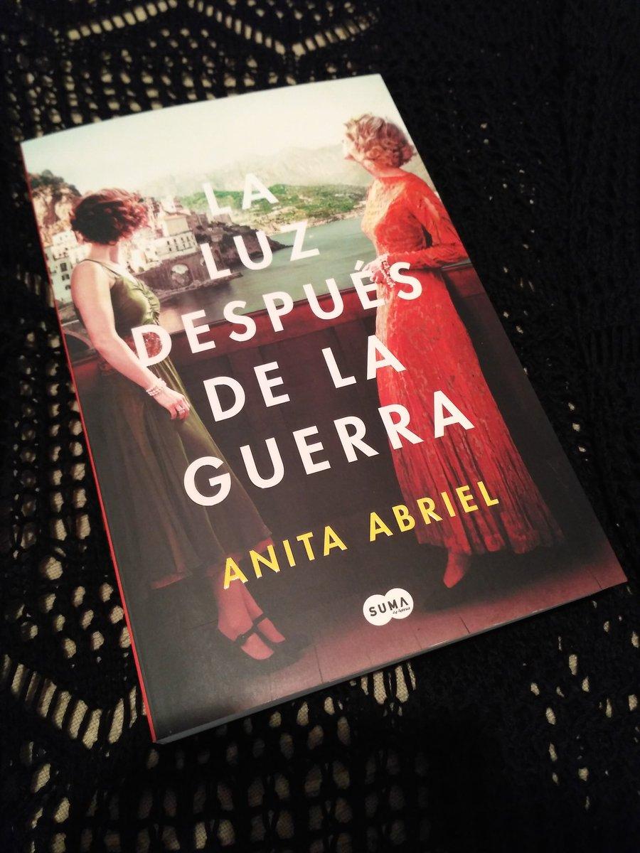 """Futuras lecturas de @laravesga """"La luz después de la guerra""""está inspirada en la historia de supervivencia de la madre de la autora durante la Segunda Guerra Mundial #holocausto #vozdemujer #novelahistorica #sololibros"""