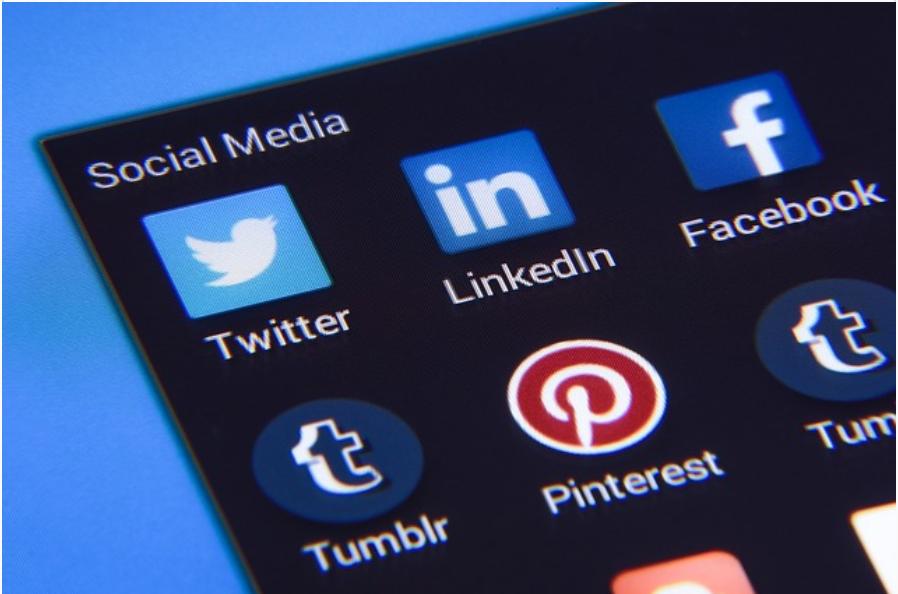 #ReseauxSociaux : Les 130 meilleures astuces de Community Management !   https://t.co/F3stSqHnrh v @conseilsmkg   #SocialMedia #CM #CommunityManager https://t.co/rUa6S8a3g1