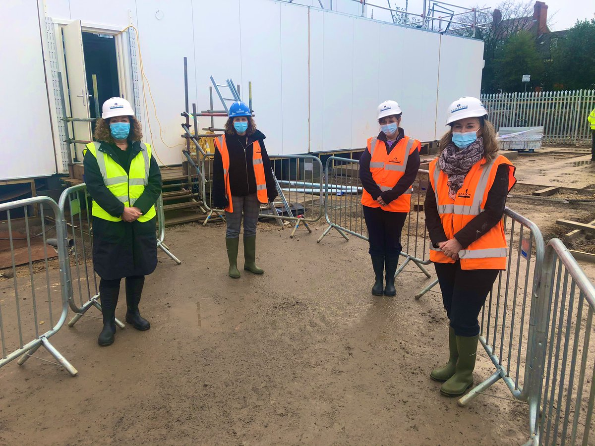 Hard hat and hi-vis required today for a behind the scenes look at our state of the art cataract clinic. The clinical team are taking every opportunity to create an exceptional patient journey. Thanks also to @RobertsonGroup and @VanguardHS_ for their hard work 🦺