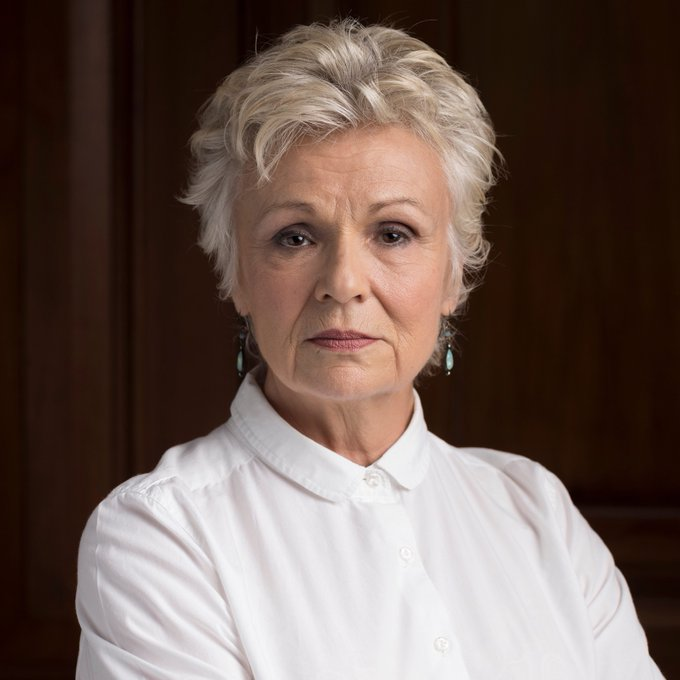 Happy 71st birthday to Dame Julie Walters. She is such an icon and our greatest actress.