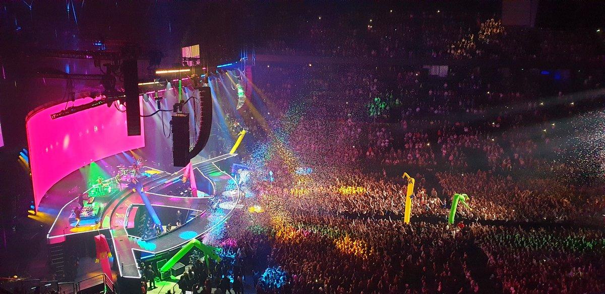 📌 Un día como hoy hace 1 año: @jonasbrothers   Se presentaban en el @Accor_Arena (París, FR) finalizando el #HappinessBeginsTour con un sold-out show.