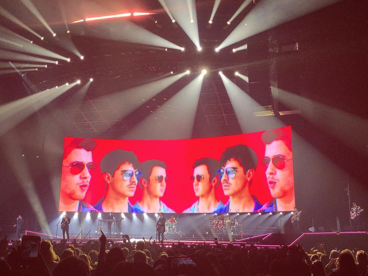 Last year was the last date of the #HappinessBeginsTour. Let's face it, it just went downhill from there.   *brb, playing Hesitate on repeat* 😭