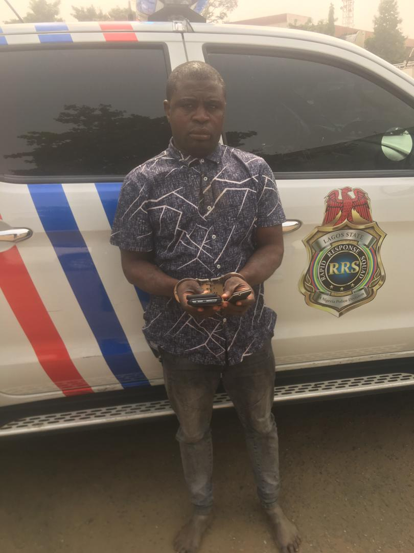 Police arrest pickpocket after stealing elderly lady's phone inside danfo at Iyana Oworo B/Stop. The suspect disclosed he has stolen over 240 phones in 14 month from Lagos Commuters. m.facebook.com/story.php?stor…