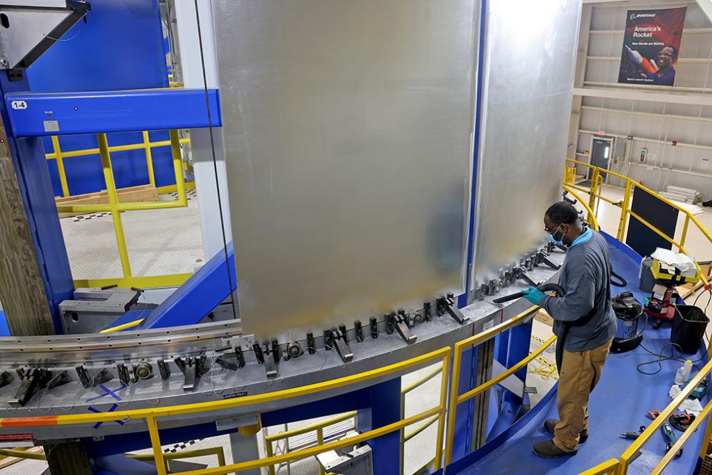 Technicians at #NASAMichoud have been manufacturing and testing confidence weld articles for the Exploration Upper Stage for future flights of SLS. Teams will use the articles to validate welding parameters to manufacture EUS hardware. LEARN MORE >>