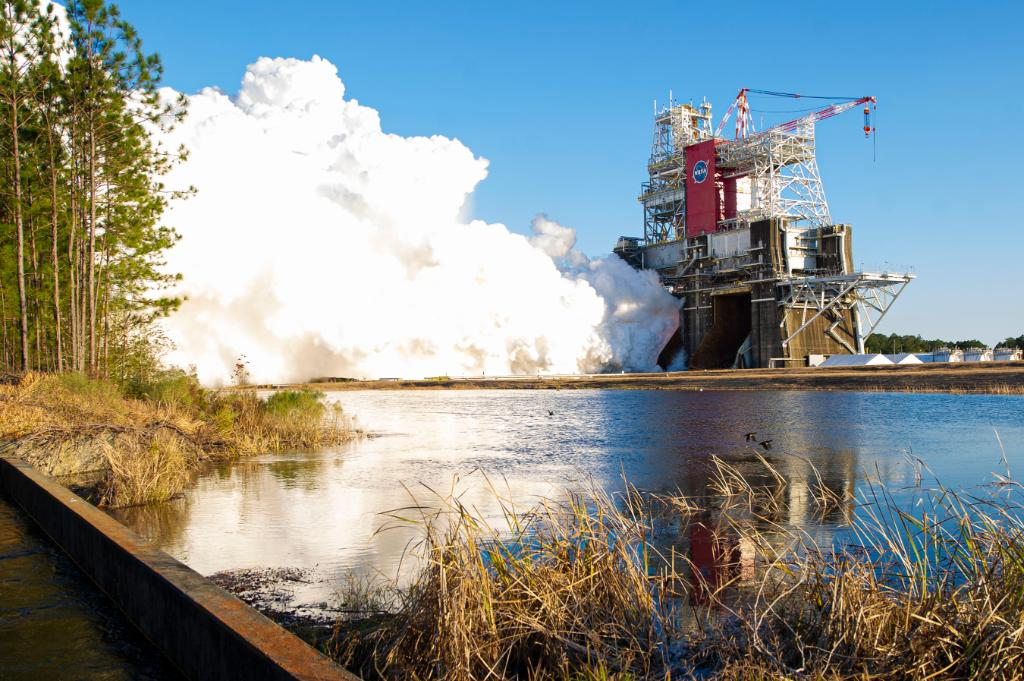 We're assessing a new test date for the Green Run hot fire test of the @NASA_SLS core stage. During weekend test preparations, @NASAStennis data showed a valve was not performing properly. Teams are currently exploring solutions. More on the #Artemis blog: