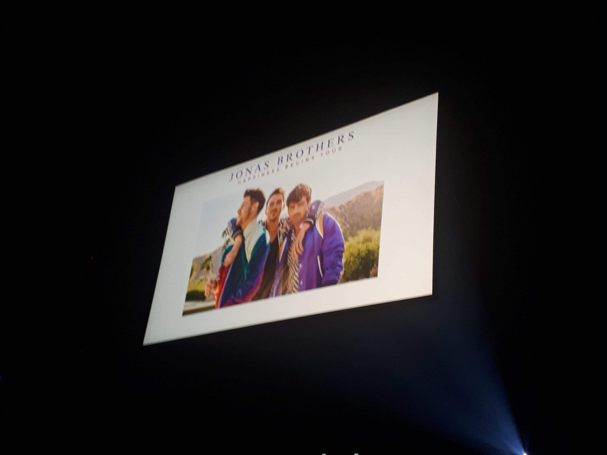 #HappinessBeginsTour  1 year ago.  22/02/2020 The last concert of @jonasbrothers in Paris 😍  @nickjonas @joejonas @kevinjonas  Thx guys, you're very great singers 😘  (Sorry for my english, i'm french 😅 )