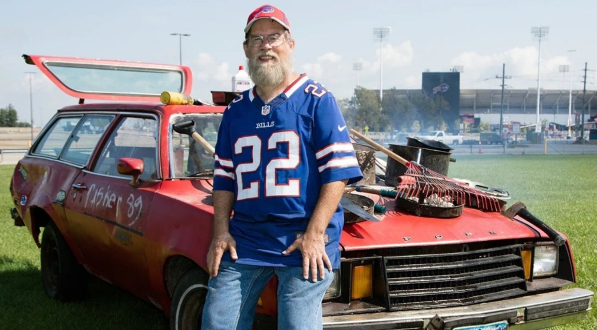 "Buffalo Bills super fan Ken Johnson. aka. ""Pinto Ron"" will be undergoing open heart surgery on Tuesday.  #BillsMafia please keep Ken in your thoughts and prayers. 🙏🙏  #BuffaloLove #PintoRon #KenJohnson #SuperFan"