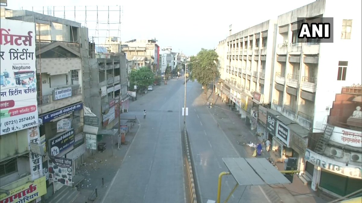 #Maharashtra   Streets in Amravati wore a deserted look as night curfew has been imposed in the district till 6 am on March 1, to curb the spread of #COVID19. During this curfew, only essentials shops will be open from 8 am to 3 pm https://t.co/GhBNSFLxb0