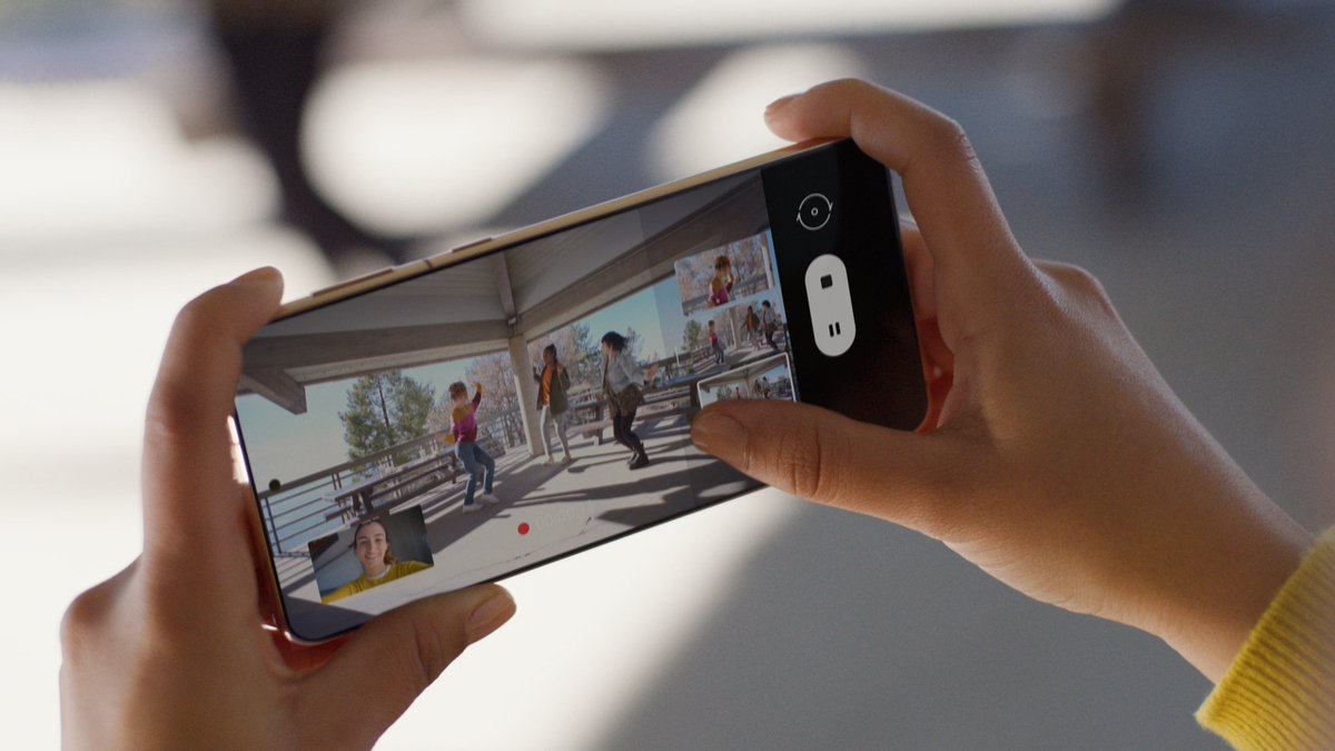 The end of amateur. Go ultra wide, close up, switch to wide… anddd cut! Get all the angles at once with #DirectorsView. #GalaxyS21 and Galaxy S21 Plus.  Learn more: