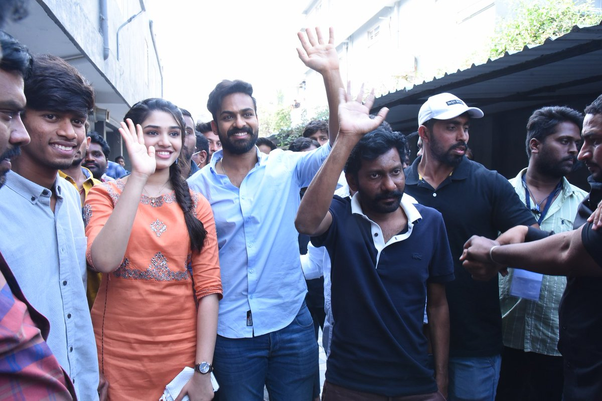 A big welcome for team #Uppena at Karimnagar ❤️  #BlockbusterUppena 🌊  #PanjaVaisshnavTej @IamKrithiShetty @VijaySethuOffl @BuchiBabuSana @ThisIsDSP @aryasukku @SukumarWritings @adityamusic