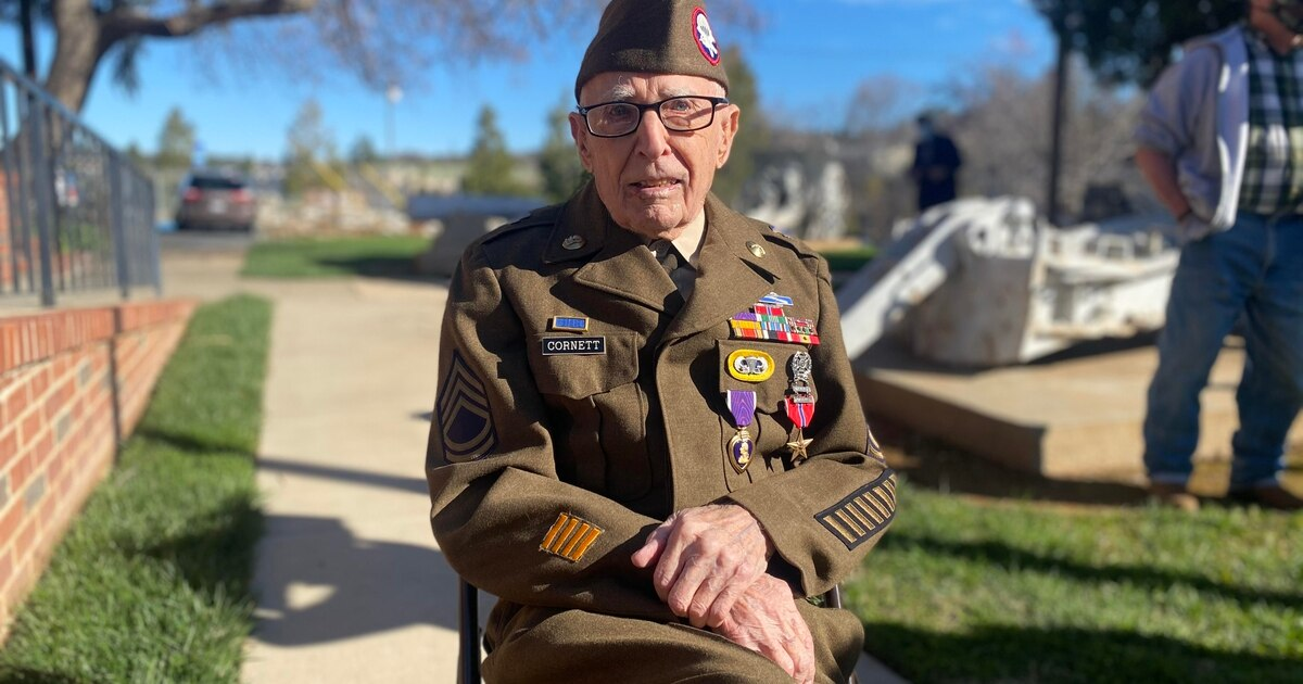 A 99-year-old World War II veteran finally gets his medals] https://t.co/Vvi4UJdPHZ https://t.co/piAbTzQFTa