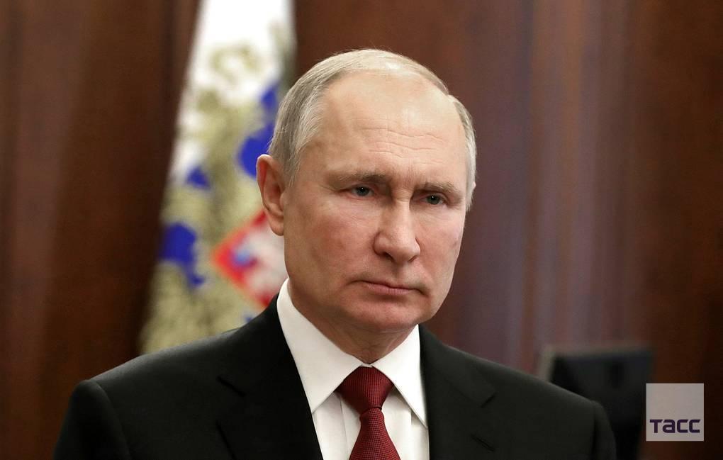 Путин поздравил патриарха Московского и всея Руси Кирилла с Днем защитника Отечества и отметил, что эта дата дорога всем, кто искренне гордится героическими страницами истории страны:
