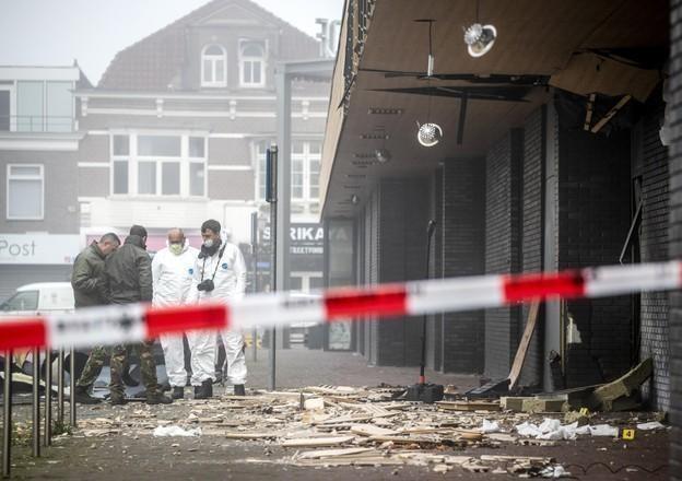 Politie roept hulp in bij onderzoek naar aanslagen op Poolse supermarkten, onder andere in Beverwijk: beelden in tv-programma Crime Desk..