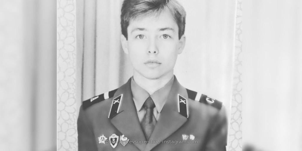 Сергей Зверев шокировал Сеть армейским фото