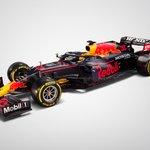 レッドブルF1が今シーズンのマシンを公開、リアウイングにはHONDAの文字!