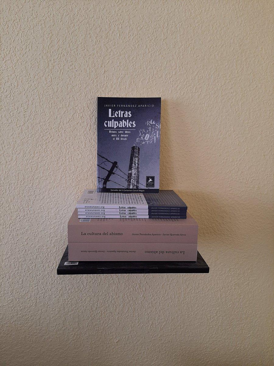 Libros escritos por Javier Fernández Aparicio @jafeap 'Letras culpables' y 'La cultura del abismo'. En nuestra estantería flotante. #Libros #Holocausto