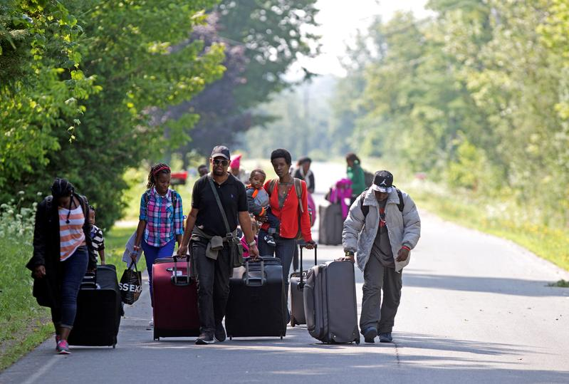 Canada back in court defending pact with U.S. to turn back asylum-seekers https://t.co/vz0GiX9cUB https://t.co/ONGIdzXgr7