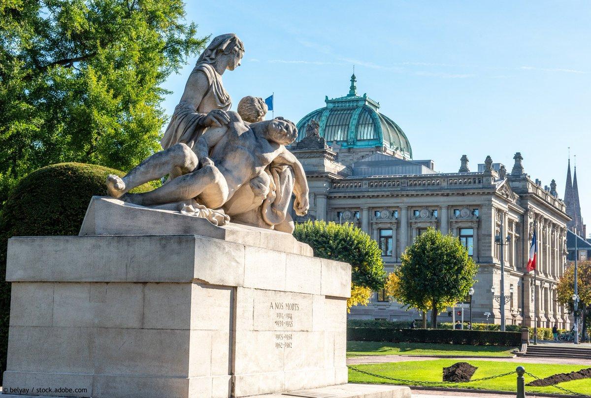 Une place grandiose, majestueuse et emblème d'un quartier classé au patrimoine mondial de l'UNESCO… Bienvenue sur la Place de la République ! 📸 https://t.co/3sham8k0je #Alsace #VisitAlsace #Strasbourg https://t.co/8UiYmfvXXo
