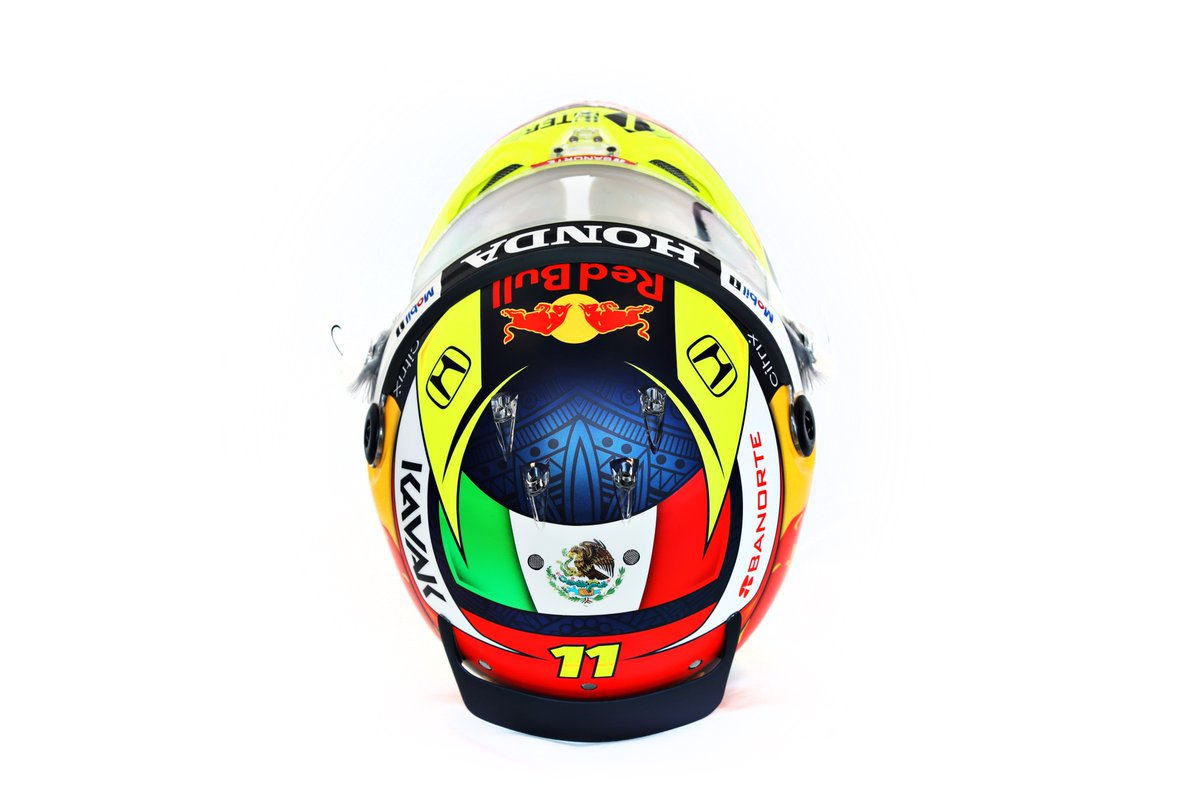 ¿Qué les parece mi nuevo casco?  Thoughts on my new helmet? #RedBull #ChargeOn #CantWait https://t.co/rSLsmHltyR