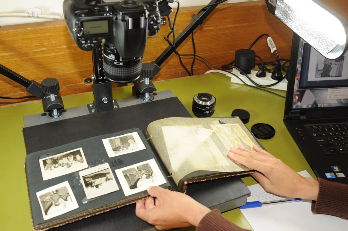 #Blog de #YadVashem: Tecnología y autenticidad al servicio de la memoria del #Holocausto. El Dr. Haim Gertner, director de los Archivos de YV, habla de la importancia de la autenticidad de las fotografías a la hora de preservar la memoria. Descubra: