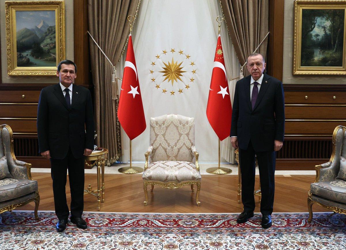 Cumhurbaşkanı @RTErdogan, Türkmenistan Dışişleri Bakanı Raşit Meredow'u Cumhurbaşkanlığı Külliyesinde kabul etti.