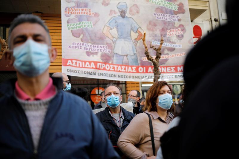 Greek doctors protest 'suffocating' conditions at COVID-19 clinics https://t.co/vLTG195Ocw https://t.co/715zTAbnap