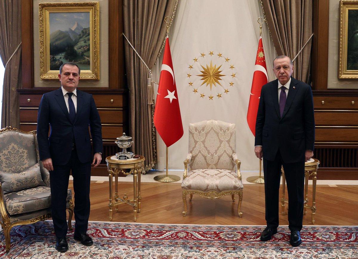 Cumhurbaşkanı @RTErdogan, Azerbaycan Dışişleri Bakanı Ceyhun Bayramov'u Cumhurbaşkanlığı Külliyesinde kabul etti.