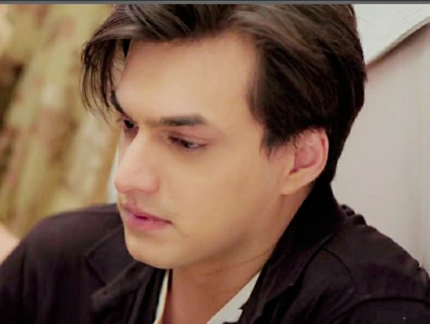 Gloomy Eyes of Helpless Single Father..his Hopefulness 😭💔 that Hurts😭 & His woebegone, crestfallen look Intensity with which he Evokes emotion 🙌🙌💕  #MohsinKhan is moving on the Footsteps of his Inspiration  THE TRAGEDY KING👑🇮🇳 #DilipKumar Sir  @momo_mohsin #yrkkh