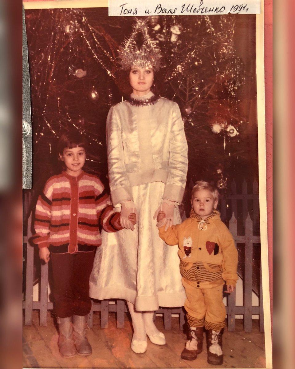 3 years old Myself and 7 years old my sister @AntoninaPantera back in 1991 ! 😍 Celebrating one of my first New Years !  30 years ago I looked pretty 😀 @MuaythaiSisters 💪🏻💪🏻💪🏻 3х летняя я , и 7 ми летняя моя сестра Антонина, на Новом Году 1991 год. https://t.co/aOA4ESEq32