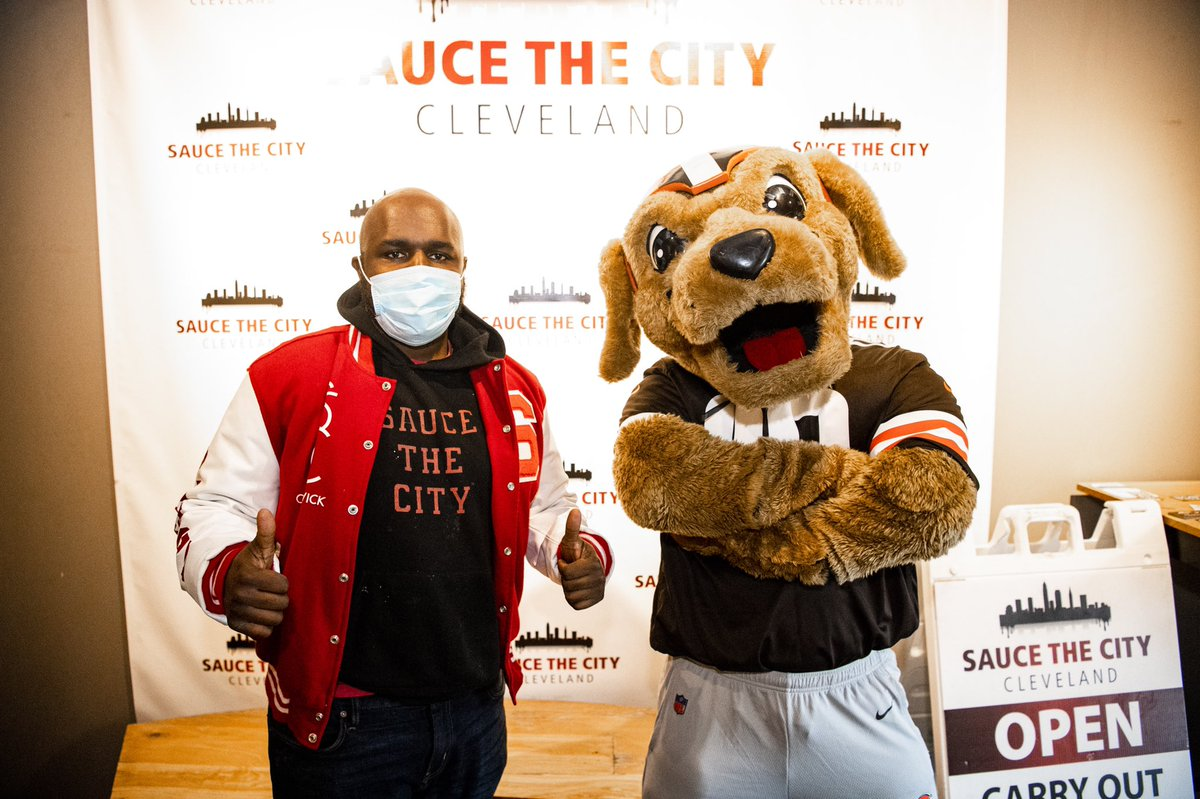 This week we partnered with @SAUCETHECITY to distribute over 100 meals to @LMMCleveland as part of our Cleveland Huddle initiative.   📰 »  | #BeTheSolution