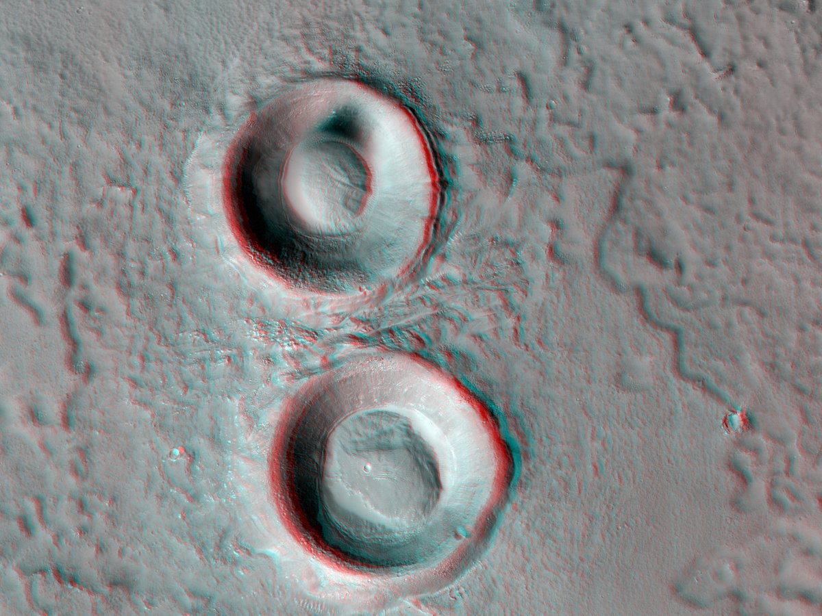 Hi3D: Pas de deux Both of these two seemingly identical impact craters in Utopia Planitia have fractured mounds at their center. Our 3D image can help us figure out how those mounds formed. bit.ly/hi3d-23-feb-21 #Mars #science