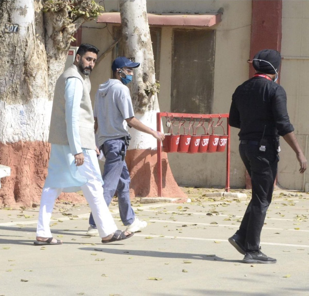 More of @juniorbachchan shooting for #Dasvi in Agra 🤩