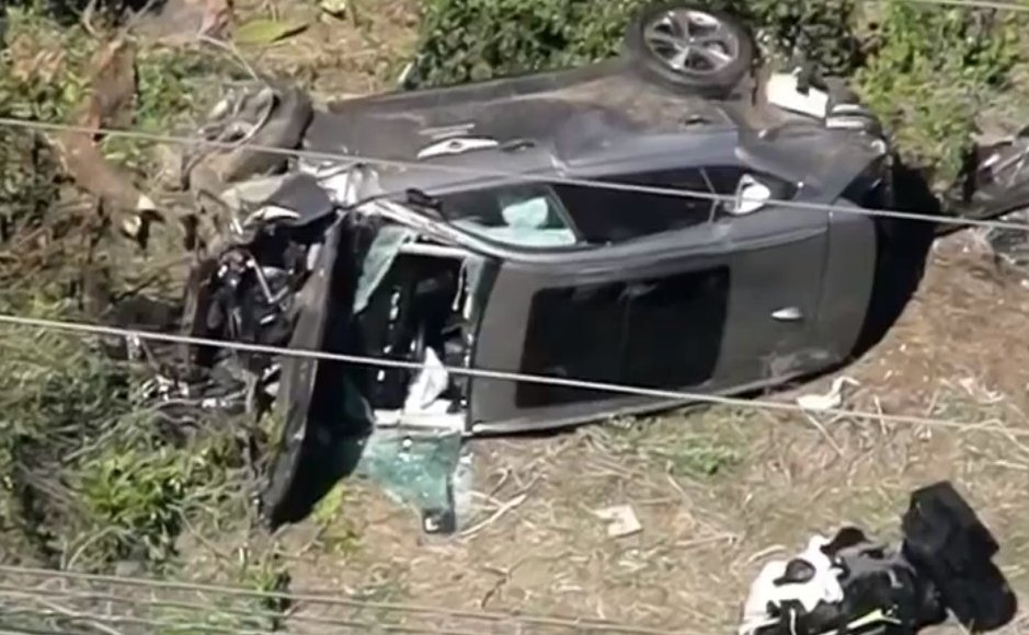 Tiger Woods in surgery now with multiple leg injuries after crashing a Genesis GV80 on loan from the Genesis Invitational at the Riviera Country Club, not a Bentley Bentayga. I misidentified the SUV earlier. https://t.co/QYAxDDZ55d